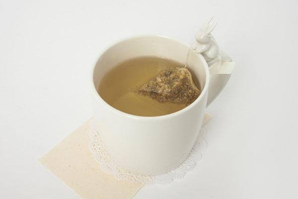 Caneca-Cerâmica-Coelhinho-Branco-Chá-Saquinho