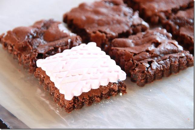 IMG_5712_rosa_brownies_marsipan_browniebiter