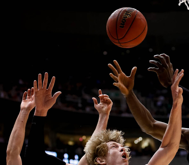 Wichita State Shockers guard Ron Baker (31) fights for the ball