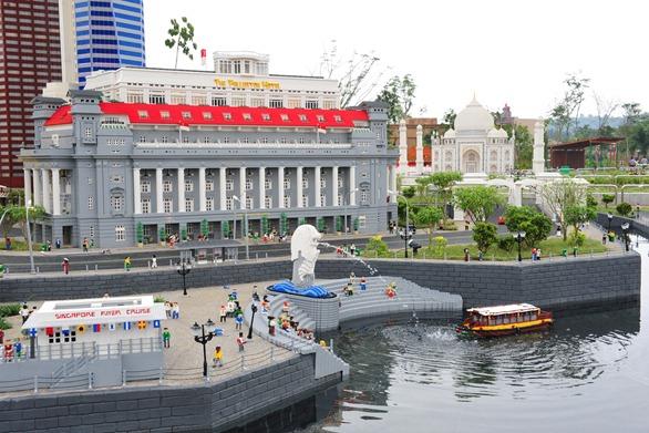 The Fullerton Hotel LEGO replica