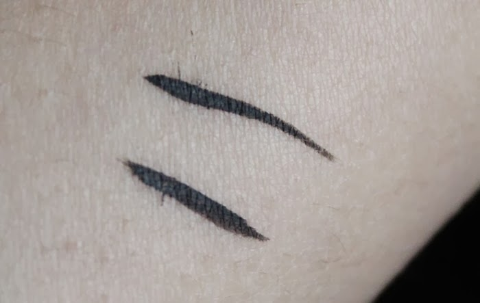 Bourjois 16hr Linear Pinceau Liquid Liner review swatch