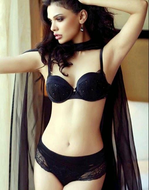 Sara-Loren-Sexy-pic