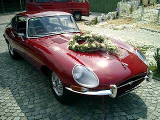 Jaguar XK-E, with Head-Light-Cover-Kit. The Head-Lamp-Cover Conversion-Kit made by designer Stefan Wahl in the tradition of Malcolm Sayer. / Jaguar E-Type mit Scheinwerferabdeckungen, designed und hergestellt von Designer Stefan Wahl in der Tradition von Malcolm Sayer.