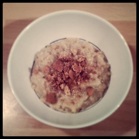 Sweet porridge with amaretti biscuits