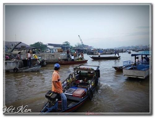 Mưu sinh ở chợ nổi trên sông Hậu