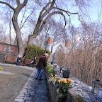 très étrange et émouvant : dans un cimetière, le mur des enfants .....
