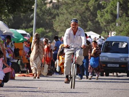 17. In Uzbekistan pe bicicleta.JPG