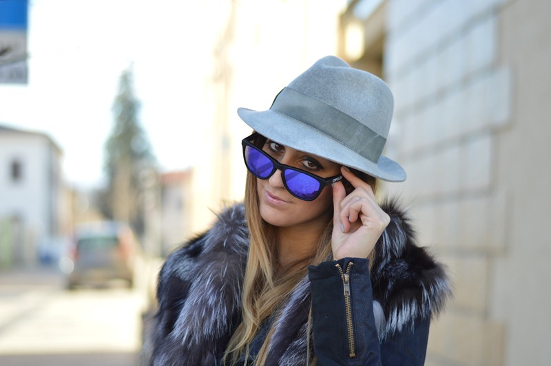 Borsalino, Borsalino Hat, Oakley, Oakley Frogskins, Mirror lens, Occhiali specchiati, occhiali a specchio, mirrored sunglasses, italian girl, italian fashion blog, fashion blogger, italian fashion blogger