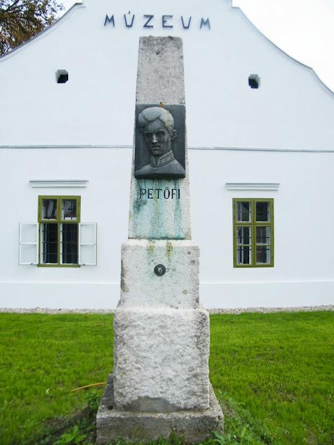 A Petőfi emlékoszlop