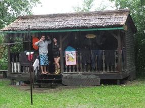 Ian y Clea en la cabaña