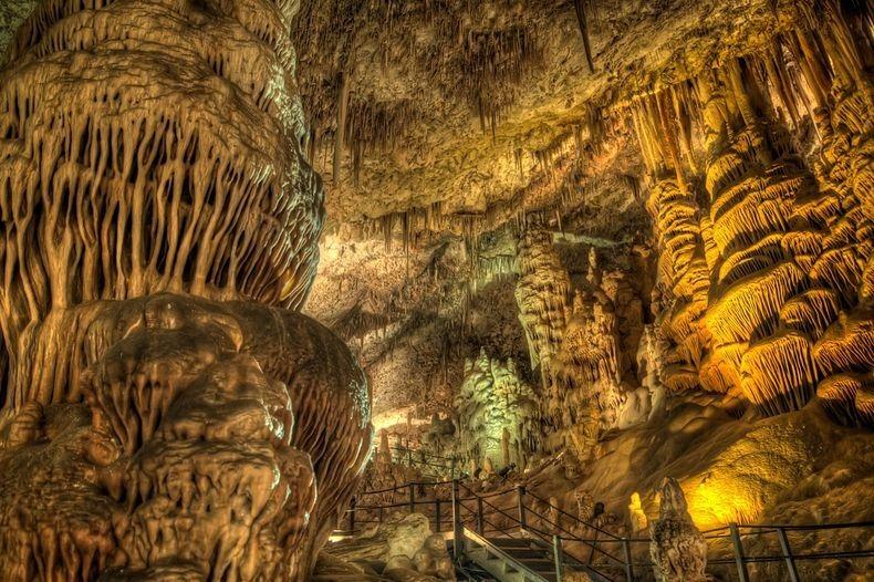 الكهف واحدة من الأكثر إثارة للإعجاب avshalom-cave-0%5B
