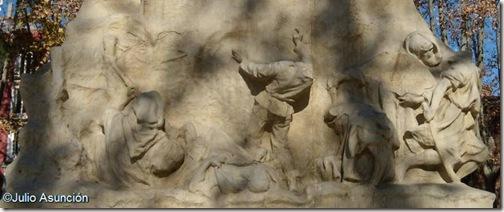 Noval cae tras avisar a sus compañeros - monumento a Luis Noval - Benlliure