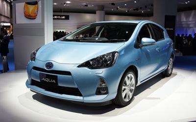 coche-electrico-con-energia-Toyota-Aqua