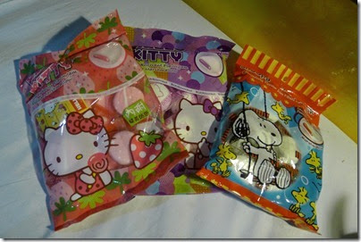lovely pack of marshmallow Snoopy & Woodstock
