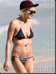 ashlee-simpson-bikini-body-in-hawaii-09-675x900