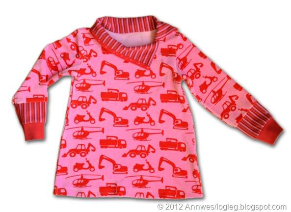 Tunika sydd av Fordon-stoff frå JNY Design