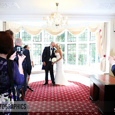 half-moon-windlesham-wedding-photography-LJPhoto-WCM-(16a).jpg