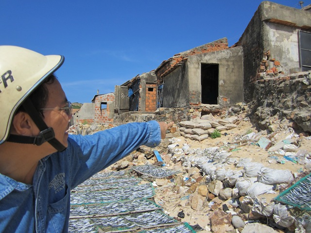 As sea erosion worsens in Vietnam, coastal residents in Nhon Hai commune in Binh Dinh province use rocks and sandbags to protect their homes. Thuy Binh / IPS