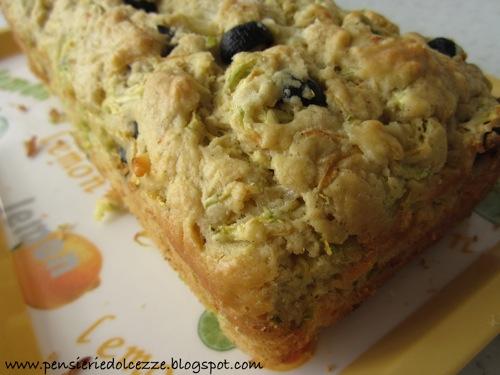 Cake salato zucchini olive e feta 5