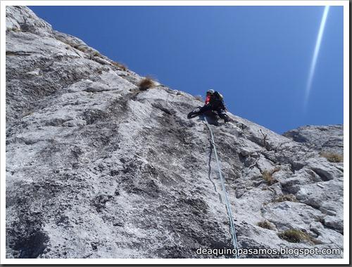 Via Intrusos 350m MD  7a  (6b A0 Oblig) (Alto Les Palanques, Picos de Europa) (Victor) 0048