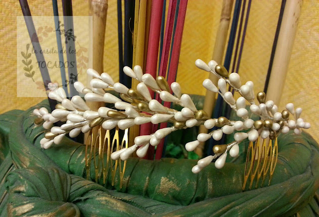 tocado de novia realizado en porcelana en colores crema y oro viejo