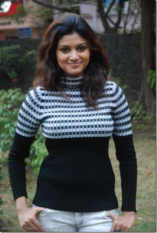 oviya-helen-hot-tight-t-shirt-stills