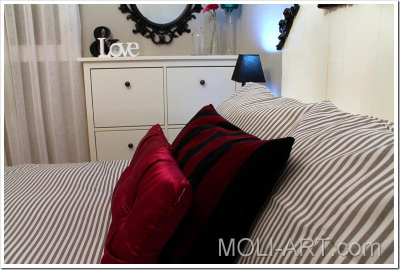 decoración-dormitorio-gris-blanco-negro-magenta