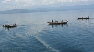 Des pirogues sur le lac Kivu