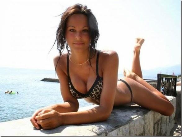 bikinis-summer-beach-025