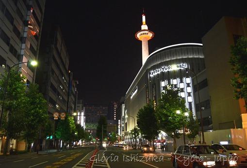 Gloria Ishizaka - vista noturna - rua de Kyoto