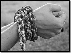cadenas-en-las-manos