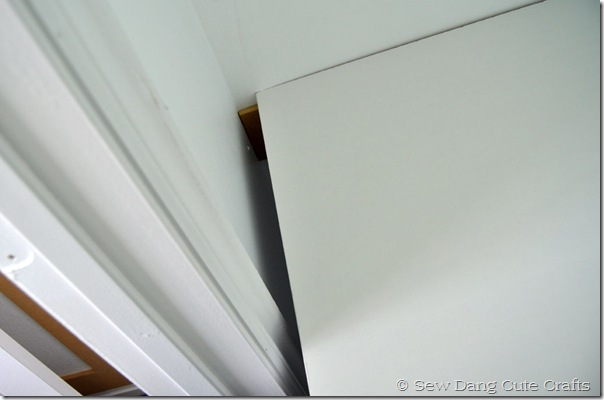 Gap-between-desk-and-door