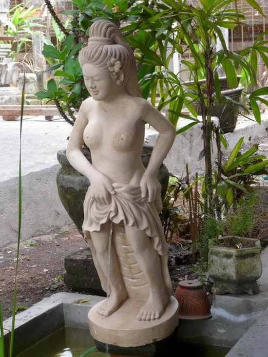 Tribute-To-Peeing-Statues-89