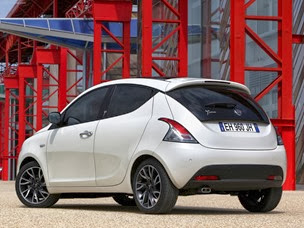 Lancia-Ypsilon_2012_1600x1200_wallpaper_2b