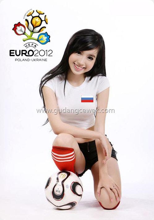 Pose Elly Tran Ha Saat Menjadi Model EURO 2012 || gudangcewek.com