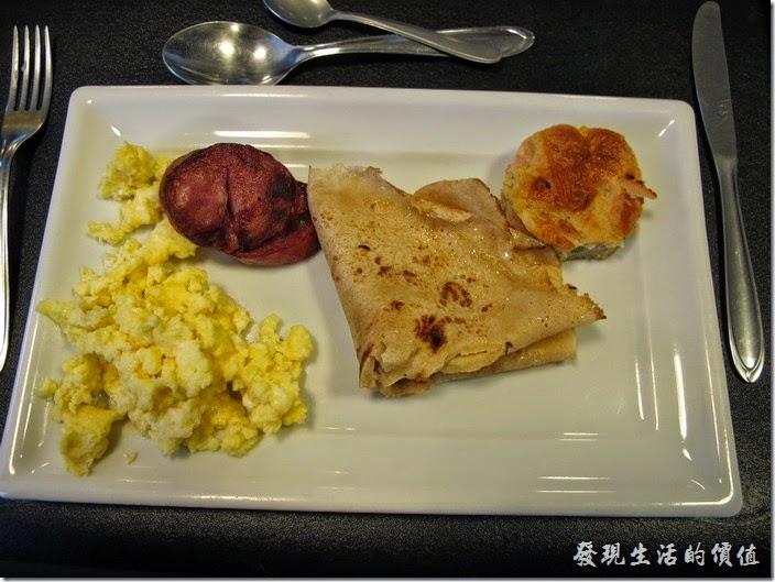 TRANSAMERICA。這是我第一天的早餐,散蛋、香腸、煎餅。