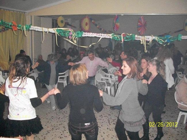 Φωτογραφίες από τον αποκριάτικο χορό της κοινότητας Καμιναράτων