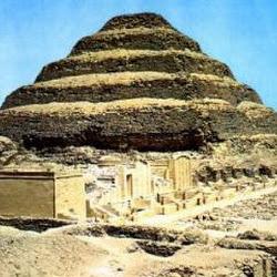 07 - Piramide escalonada de Zoser