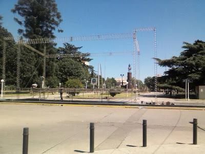 escenario de la plaza san martín donde cantará luciano pereyra 2013