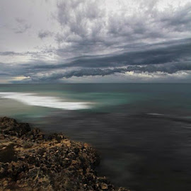 Incoming by Dan Searle - Landscapes Weather
