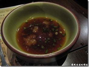 上海壽司天家。日式小火鍋的醬料,應該是油醋醬吧!
