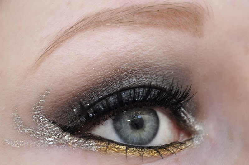 hunger games catching fire makeup girl on fire katniss everdeen eye makeup 2