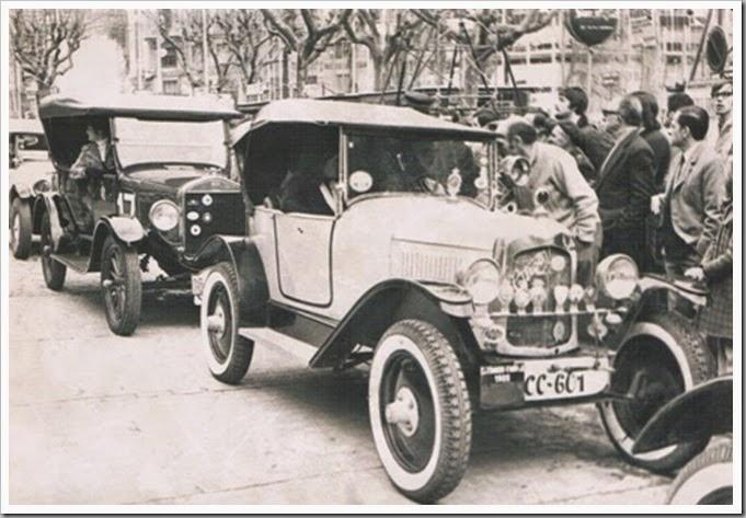 l' antigorCoches clásicos en la plaza de l'Ajuntament. Años 70