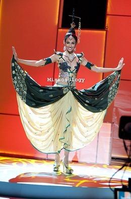 miss-uni-2011-costumes-5