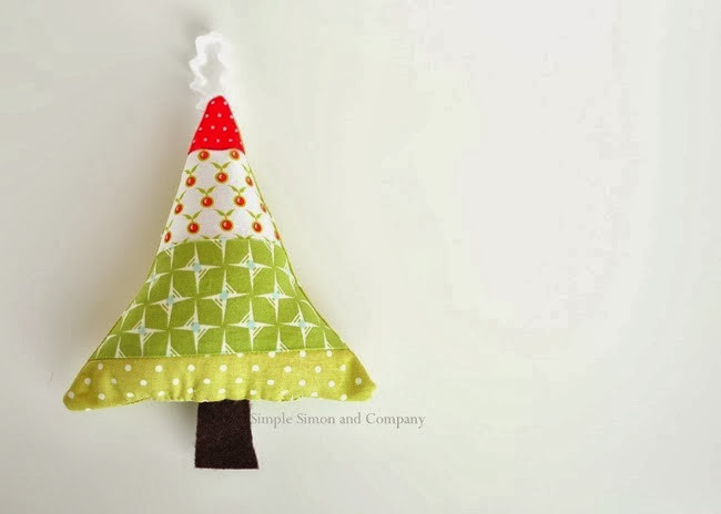 final picture christmas tree ornament--fabric scraps--simplesimon