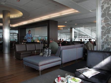 35. business lounge.JPG