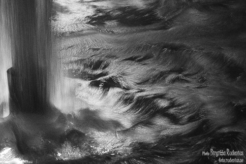 water_20110607_fountain1abw