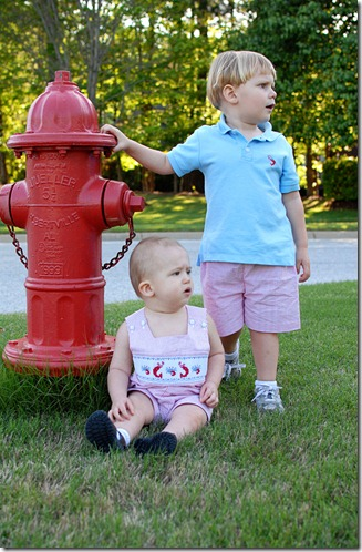 kids with fire hydrant