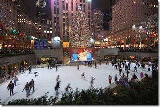 800px-New_York_Christmas_tree_and_skating-rink