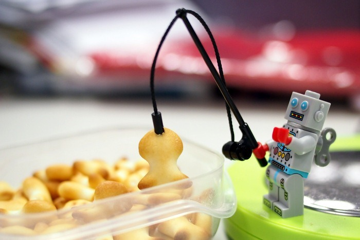 Mister Clockwork Robot Catches a Goldfish Biscuit